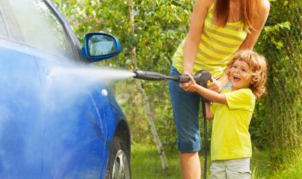 Een auto wassen: zo doe je dat