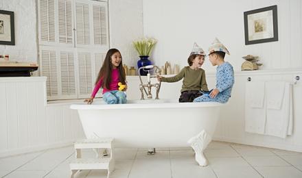 De badkamer schoonmaken: tips om binnen 30 minuten klaar te zijn