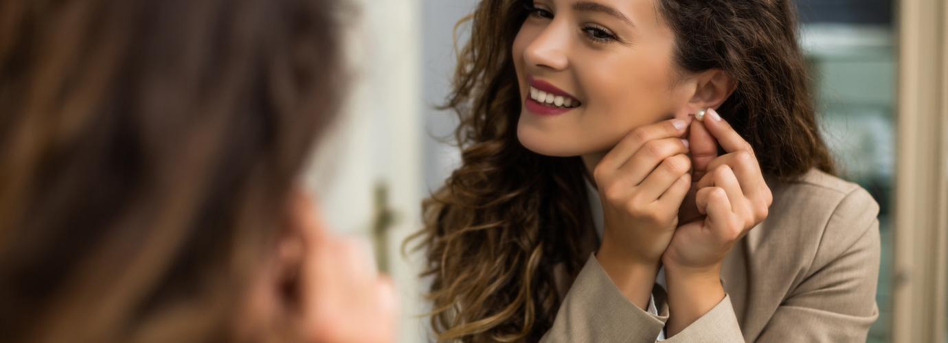Comment nettoyer des boucles d'oreilles et les désinfecter chez soi