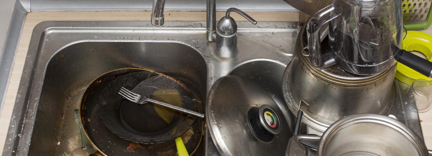 Un évier qui gargouille ? Comment déboucher un évier
