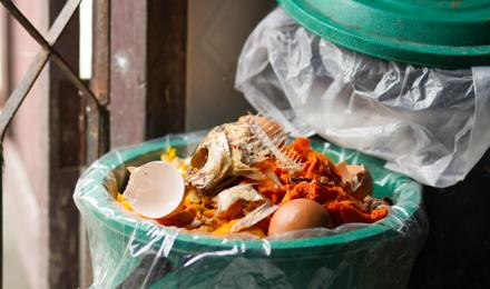 Comment nettoyer une poubelle correctement, quel que soit son niveau de saleté